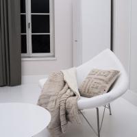 Koc i poduszka z futerka ekologicznego