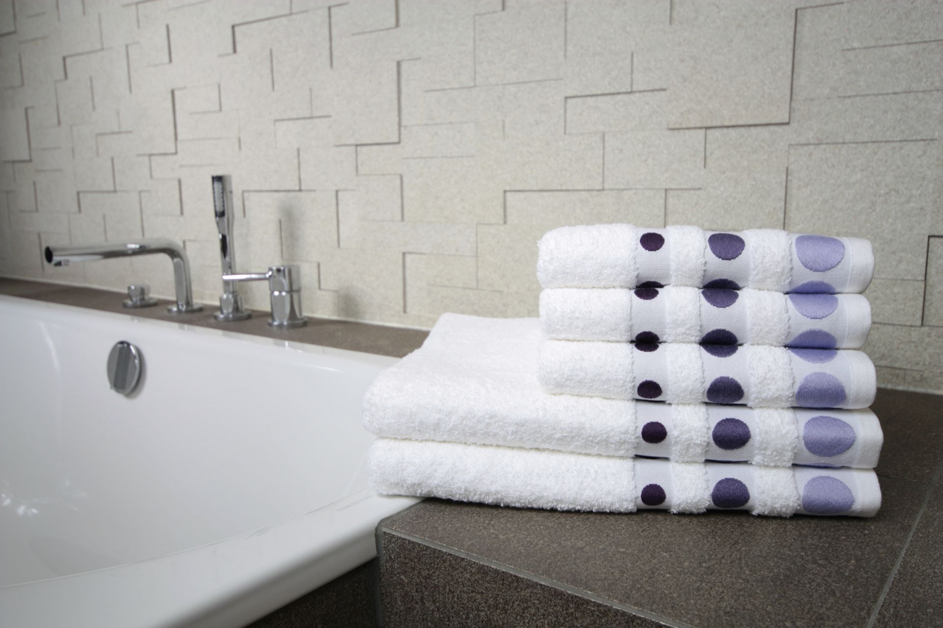 Ręcznik Dots fioletowy