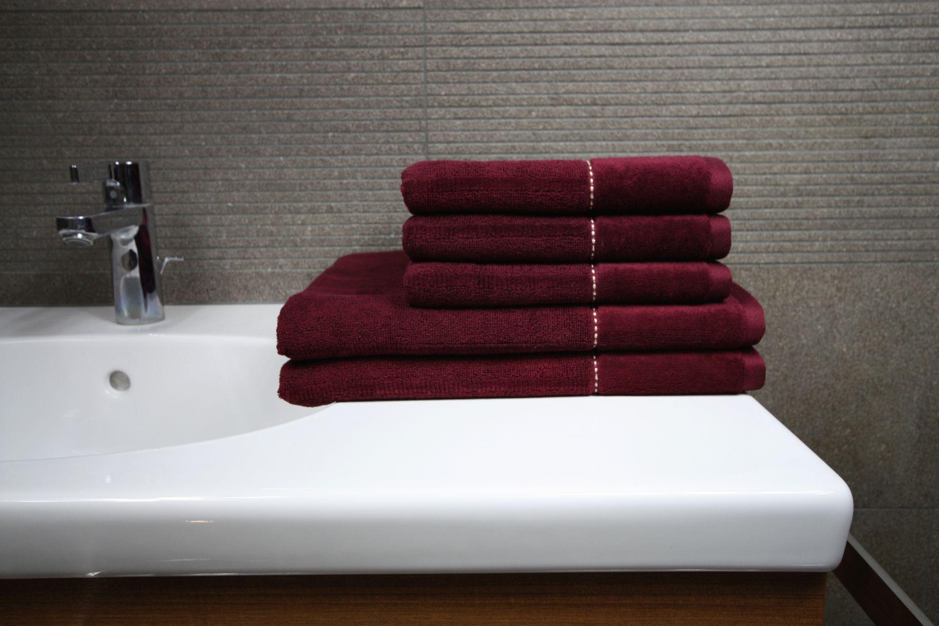Ręcznik Luna bordowy