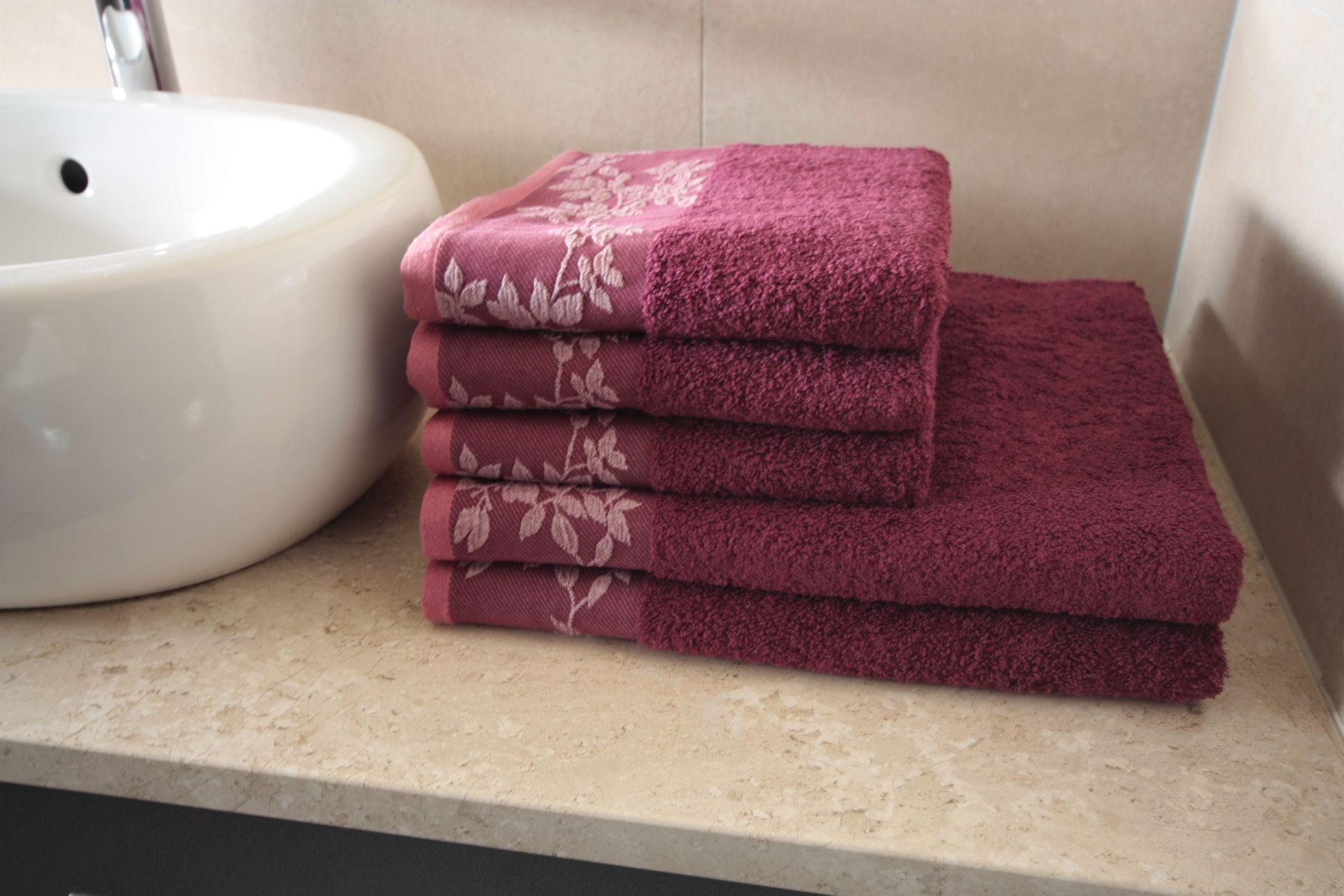 Ręcznik Oliwia bordowy