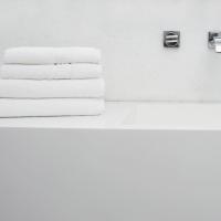 Ręczniki z tłoczeniem 'HOTEL'